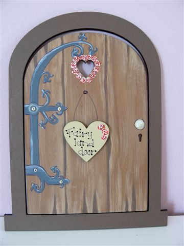 Brown door with heart 18x14cm