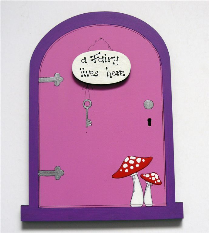 Purple Frame with pink door A Fairy Lives here 18x14cm
