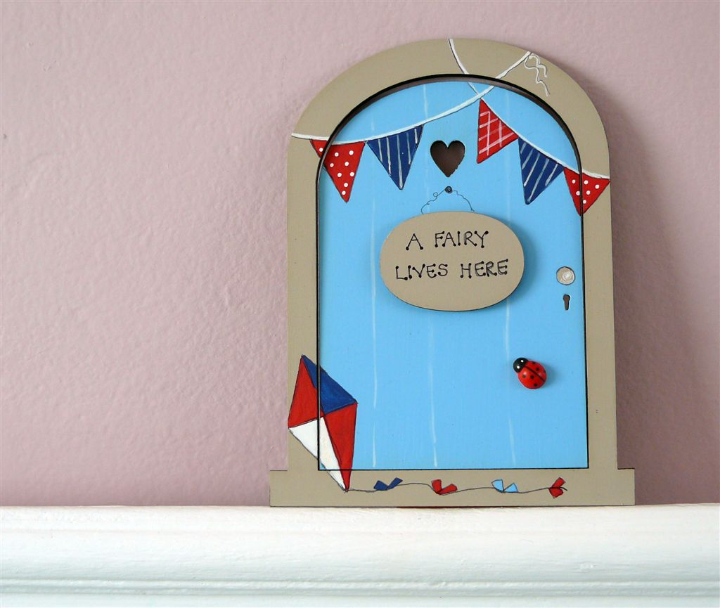 Navy, blue red door with bunting. 18x14cm