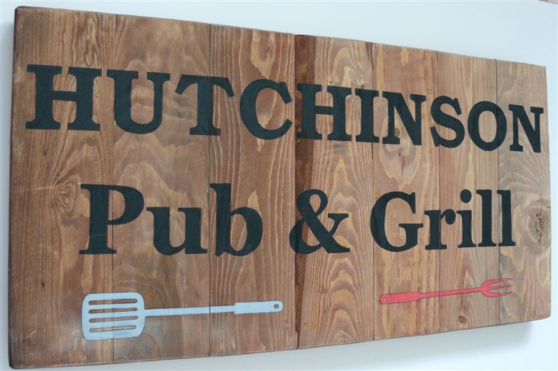 Pub and Grill sign
